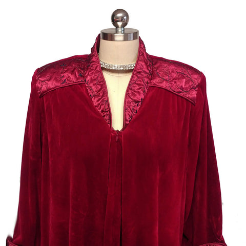 GORGEOUS DIAMOND TEA PRE-OWNED LUXURIOUS VELVET VELOUR QUILTED SATIN TRIM ZIP UP ROBE IN BING CHERRY