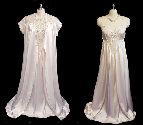GORGEOUS VINTAGE DONNA RICHARD LACE & SATIN PEIGNOIR & NIGHTGOWN SET IN SHIMMERING PINK PEARL
