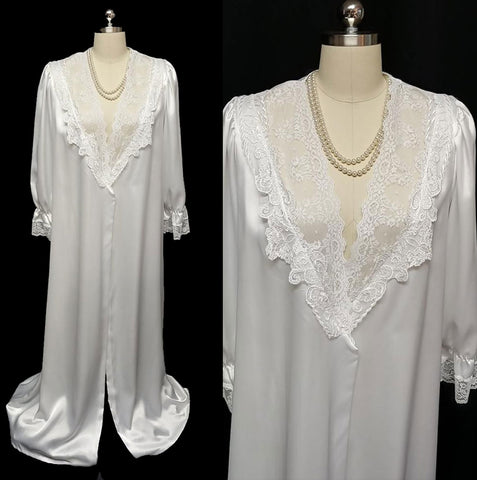 VINTAGE BRIDAL TROUSSEAU DONNA RICHARD LUSCIOUS SATIN, LACE AND APPLIQUES PEIGNOIR IN WINTER WONDERLAND