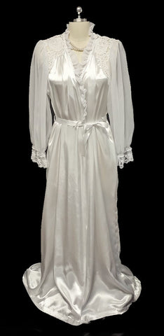 VINTAGE MOVIE STARLET LOOK DONNA RICHARD GLEAMING SATIN BRIDAL PEIGNOIR DRESSING GOWN ROBE EMBELLISHED WITH CHANTILLY LACE