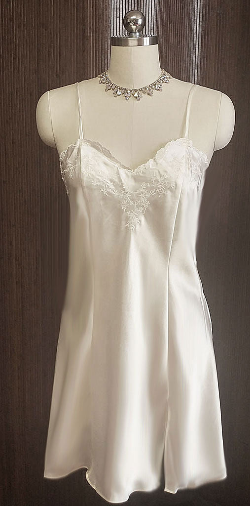 NEW - BEAUTIFUL ERICKA TAYLOR INTIMATES BRIDAL TROUSSEAU GLEAMING SATIN BIAS NIGHTGOWN - NEW WITH TAG