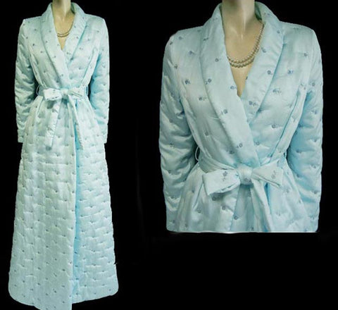 LUXURIOUS VINTAGE EVE STILLMAN SAKS FIFTH AVENUE SATINY QUILTED ROBE DRESSING GOWN ADORNED WITH EMBROIDERED FORGET ME NOT FLOWERS