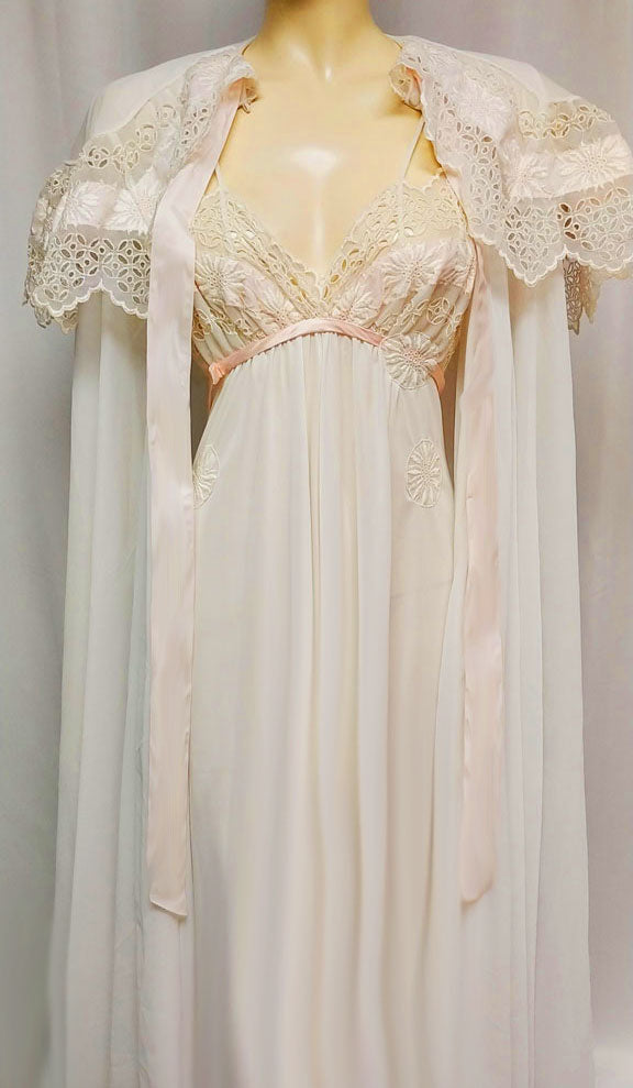 GORGEOUS ELABORATE VINTAGE EYE FUL BY RUTH FLAUM BRIDAL TROUSSEAU EMBROIDERED EYELET & APPLIQUES SHAWL COLLAR PEIGNOIR & NIGHTGOWN SET WITH PINK SATIN RIBBONS