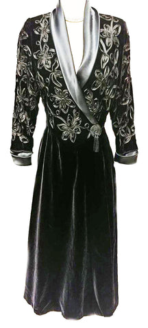 GLAMOROUS VINTAGE FLORA NIKROOZ NEIMAN MARCUS DRESSING GOWN - MADE IN THE U.S.A.