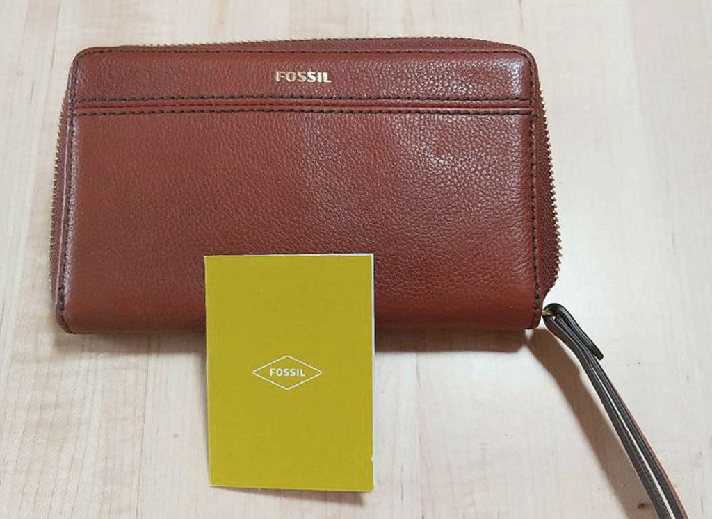 NEW - FOSSIL TIEGAN MULTIFUNCTION  ZIP AROUND WRISTLET WALLET - CAN CARRY YOUR PHONE IN IT