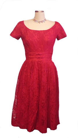 VINTAGE 1960s GIGI YOUNG SCARLET LACE COCKTAIL PARTY DRESS WITH METAL ZIPPER - PERFECT FOR VALENTINE'S DAY EVENING OR THE HOLIDAYS