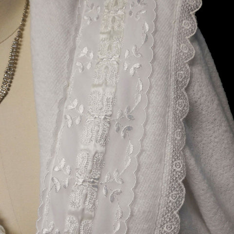 EXQUISITE VINTAGE FANCY LACE EMBROIDERED GILLIGAN O'MALLEY WASHABLE WHITE SWEATER DRESSING GOWN ROBE