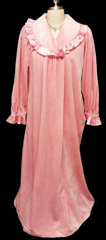 VINTAGE GILLIGAN O'MALLEY DRESSING GOWN ROBE ADORNED WITH SATINY PLEATS & A FABRIC ROSE