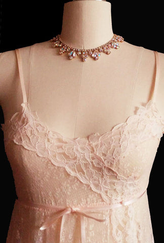 GORGEOUS VINTAGE GLYDONS LACE & APPLIQUE PEIGNOIR WITH ALL LACE NIGHTGOWN SET IN PEACH ELEGANCE