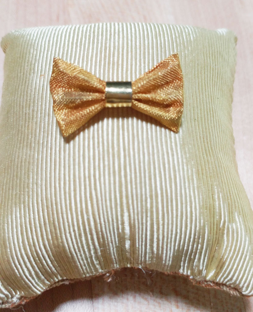 VINTAGE GOLD MESH BOW PIN / BROOCH - JUST ADORABLE