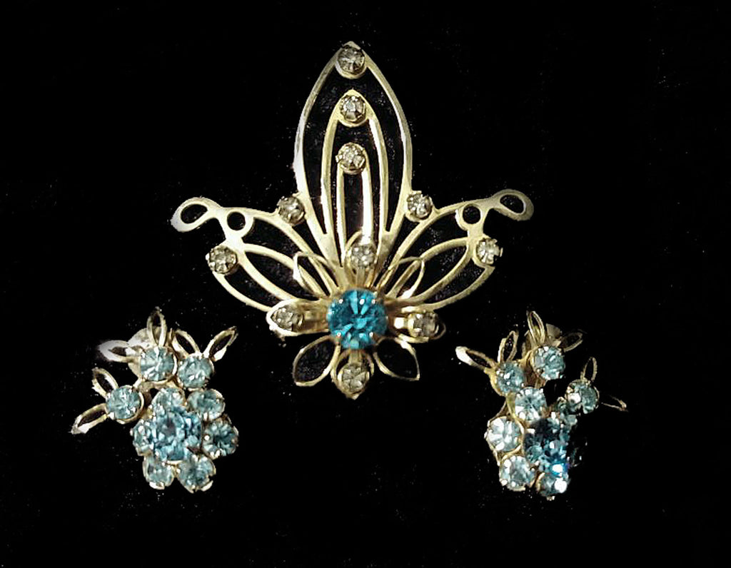VINTAGE '40s FLORAL-LOOK BLUE RHINESTONE PIN AND EARRINGS SET