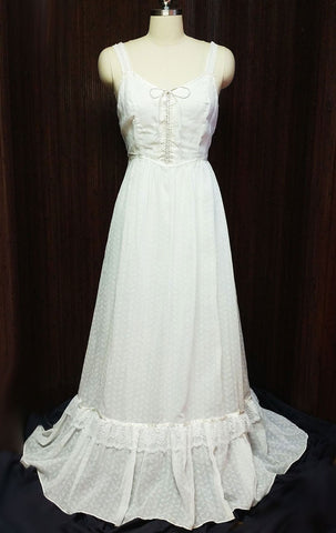 SALE - VINTAGE '70s GUNNE SAX DRESS SATIN & LACE TRIMMED  DRESS / WEDDING GOWN