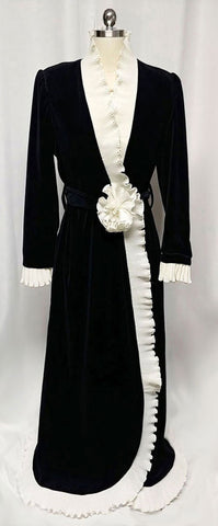 GLAMOROUS ONE OF A KIND VINTAGE GEORGETTE TRABOLSI NEIMAN MARCUS BLACK VELVETY VELOUR PLEATED ROBE DRESSING GOWN WITH PLEATED FABRIC ROSE - SIZE LARGE
