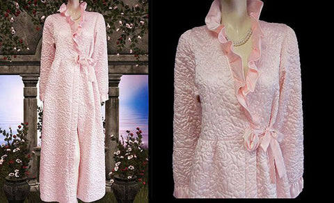 GLAMOROUS VINTAGE GILLIGAN O'MALLEY QUILTED GLEAMING SATIN BRIDAL TROUSSESU ROBE DRESSING GOWN WITH LARGE FABRIC ROSE IN FROSTED PINK PEARL