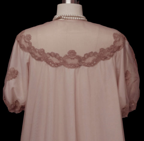 VINTAGE FANCY HELEN STUART DOUBLE NYLON & LACE APPLIQUES PEIGNOIR IN IRISH CREAM - MADE IN ENGLAND