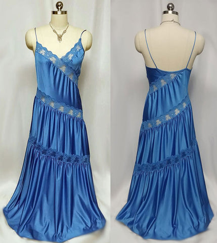 VINTAGE HENSON KNICKERNICK DIAGONAL SWIRLS OF LACE NIGHTGOWN IN VENETIAN BLUE