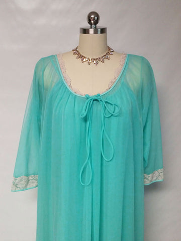 VINTAGE INTIME OF CALIFORNIA LACEY DOUBLE NYLON PEIGNOIR & NIGHTGOWN SET IN AQUAMARINE