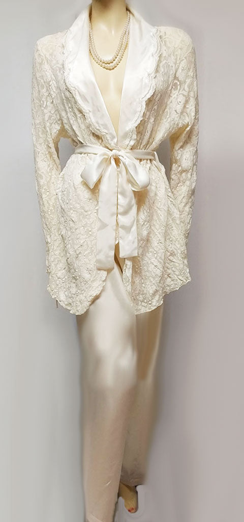 VERY FANCY VINTAGE INTIMO AMORE LACE & SATIN LOUNGING OUTFIT / PAJAMA SET IN ANTIQUE IVORY - LIKE NEW!
