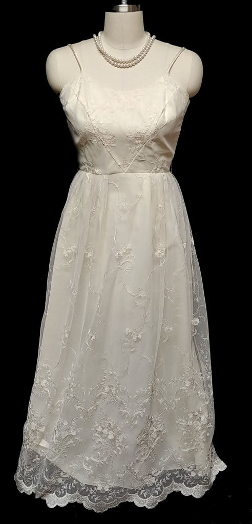 VINTAGE IVORY EMBROIDERED LACE EVENING GOWN IN INNOCENT IVORY - ABSOLUTELY GORGEOUS SCALLOPED LACE HEM