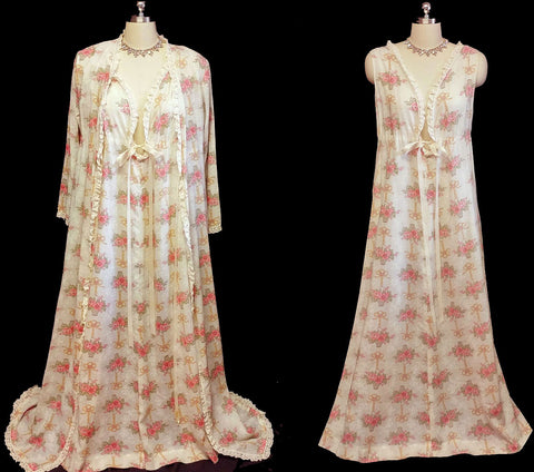 BEAUTIFUL VINTAGE '60s IVORY PEIGNOIR & NIGHTGOWN SET ADORNED WITH BASKET OF FLOWERS
