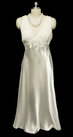 GLAMOROUS VINTAGE BRIDAL GLEAMING SATIN PLEATED BIAS CUT NIGHTGOWN WITH CHANTILLY LACE APPLIQUES & SEQUINS