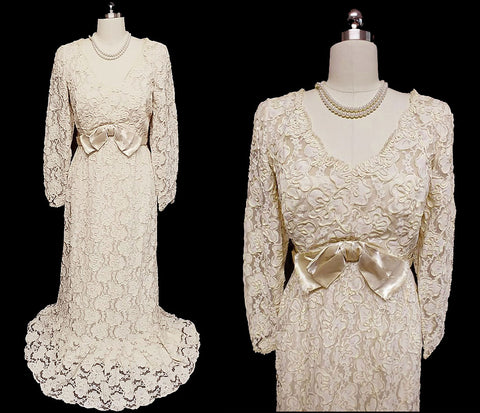 GORGEOUS VINTAGE JACK BRYAN CHANTILLY LACE TITANIC-MOVIE TYPE EVENING GOWN / WEDDING GOWN IN IVORY - ABSOLUTELY GORGEOUS!