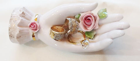 VINTAGE '60s LEFTON CHINA CO. HAND PAINTED PORCELAIN RING & JEWELRY HOLDER ADORNED WITH A ROSE