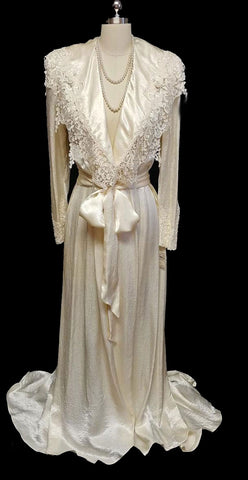 NEW WITH TAG OLD STOCK - GORGEOUS VINTAGE 1980s JONQUIL BY DIANE SAMANDI FROM SAKS FIFTH AVENUE BRIDAL TROUSSEAU DRESSING GOWN PEIGNOIR DRIPPING WITH VENETIAN LACE, PEARLS & ROSETTES - NEW WITH TAG