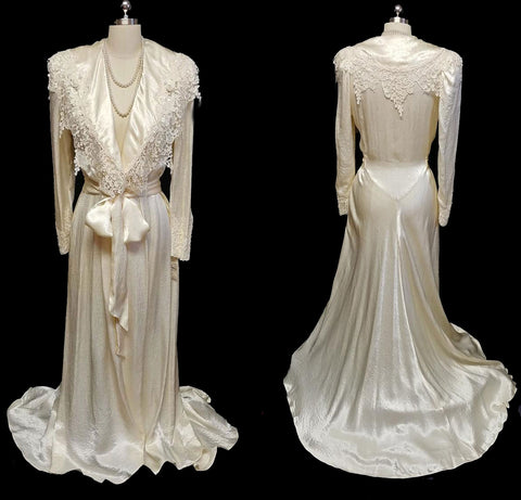 GORGEOUS VINTAGE 1980s JONQUIL BY DIANE SAMANDI FROM SAKS FIFTH AVENUE BRIDAL TROUSSEAU DRESSING GOWN PEIGNOIR DRIPPING WITH VENETIAN LACE, PEARLS & ROSETTES - NEW WITH TAG