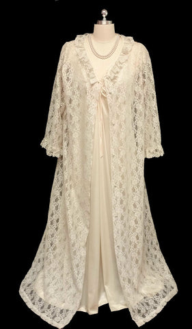 VINTAGE '60s/ '70s VERY FANCY BRIDAL TROUSSEAU KOMAR IVORY LACE PEIGNOIR & NIGHTGOWN SET