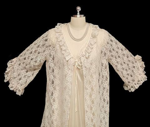 VINTAGE '60s/ '70s GORGEOUS BRIDAL TROUSSEAU KOMAR IVORY LACE PEIGNOIR & NIGHTGOWN SET