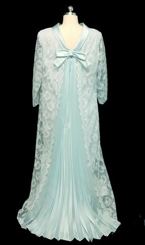 GLAMOROUS WHITE LACE & AQUA PLEATED DRESSING GOWN / AT HOME DRESS / NIGHTGOWN  WITH METAL ZIPPER