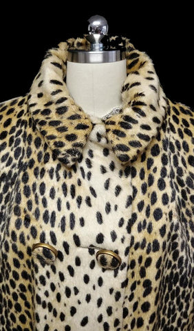 VINTAGE FAUX FUR LEOPARD COAT WITH HUGE BUTTONS - GREAT FOR FALL OVER JEANS OR SLACKS