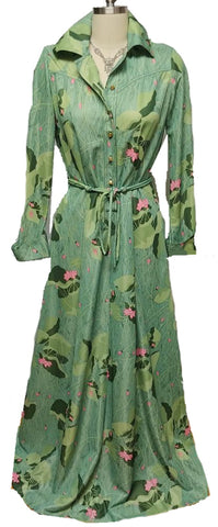 "VINTAGE ""MY LATEST"" LESLIE FAY DRESSING GOWN / ROBE / LOUNGE WEAR ADORNED WITH LOTUS BLOSSOMS & LILY PADS"