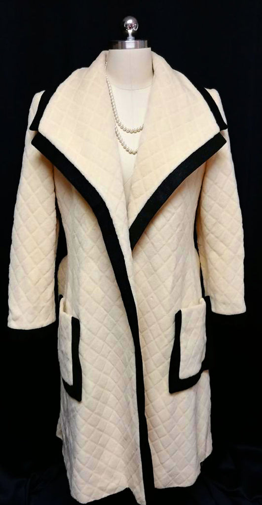 VINTAGE EARLY 1960s DRAMATIC & STRIKING LILLI ANN CLASSIC WRAP TRENCH COAT WITH BELT IN BUTTER