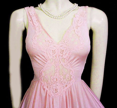 VINTAGE LORRAINE OLGA-LOOK SPANDEX LACE NIGHTGOWN IN ROSE KISSED  - 14-1/2 FEET OF SWIRLING BODYSILK NYLON