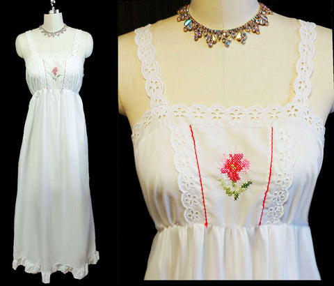 VINTAGE '60s / '70s COUNTRY-LOOK LORRAINE EMBROIDERED CROSS STITCH NIGHTGOWN WITH FLOUNCE