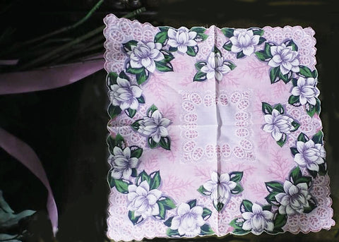VINTAGE LARGE WHITE WATER LILY LAVENDER SCALLOPED HANDKERCHIEF HANKIE HANKY