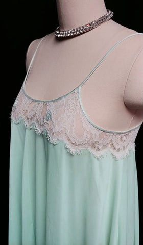 VINTAGE LUCIE ANN EYELASH LACE GRAND SWEEP NIGHTGOWN IN AQUA WITH SATIN TULIP APPLIQUES
