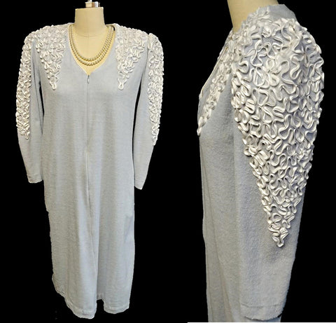 VINTAGE 1970s LUCIE ANN DRESSING GOWN / ROBE / LOUNGE WEAR ADORNED WITH SOUTACHE TRIM