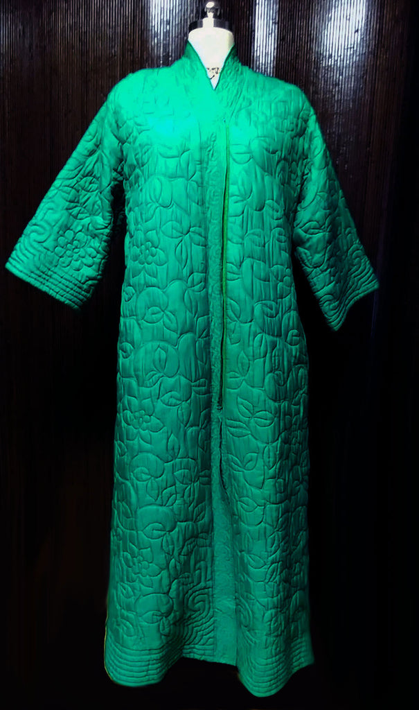 VINTAGE '50s / '60s MACY'S MARCHIONESS METAL ZIP UP SILK & RAYON QUILTED DRESSING GOWN / ROBE MADE IN HONG KONG WITH METAL ZIPPER IN EMERALD ISLE