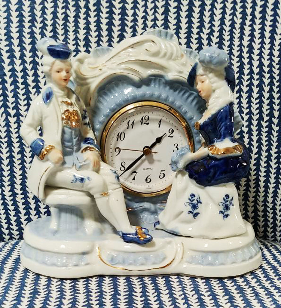 VINTAGE PORCELAIN COLONIAL GENTLEMAN & LADY BLUE & WHITE  QUARTZ MANTEL CLOCK - PERFECT FOR ON A BEDROOM OR A PLANT SHELF WITH OTHER BLUE & WHITE ITEMS