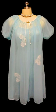 VINTAGE MISS ELAINE LACE APPLIQUES DOUBLE NYLON PEIGNOIR & NIGHTGOWN SET IN BLUE BAYOU