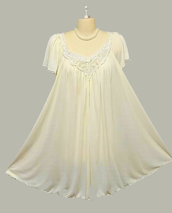 VINTAGE MISS ELAINE GRAND SWEEP NIGHTGOWN IN SUGAR COOKIE