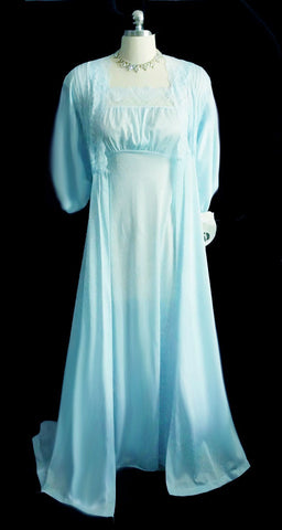 VINTAGE MOVIE STAR LACE PEIGNOIR & NIGHTGOWN SET IN CAMEO BLUE - NEW OLD STOCK WITH TAGS