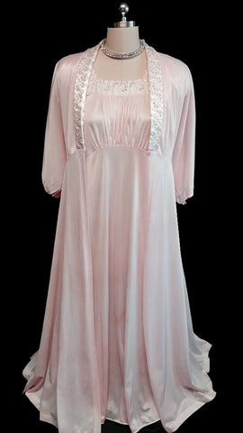 VINTAGE MOVIE STAR PUFFY LACE EYELET PEIGNOIR & NIGHTGOWN SET IN COTTON CANDY