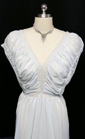 VINTAGE '40s / '50s MUNSINGWEAR CREAMY SEMI-SHEER LACE RUCHED NIGHTGOWN IN CELESTIAL BLUE - LARGE SIZE