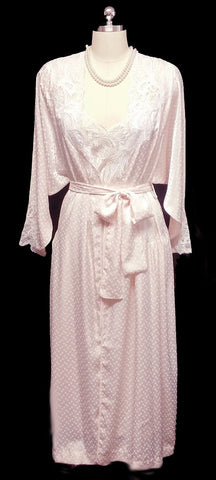 VINTAGE NATORI SATINY PEIGNOIR & NIGHTGOWN ADORNED WITH DOTS, LACE & APPLIQUES IN BLUSH PINK