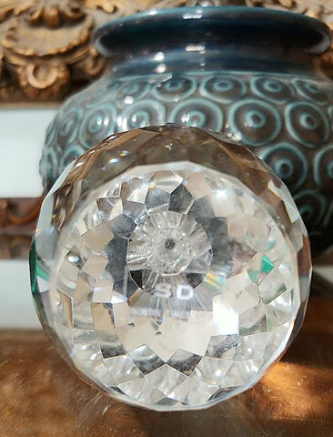 NEW - OLEG CASSINI SPARKING CRYSTAL FACETED PINEAPPLE PAPERWEIGHT