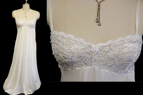 RARE VINTAGE OLGA SHEER NYLON & SPANDEX LACE BRA NIGHTGOWN IN WHITE FROST